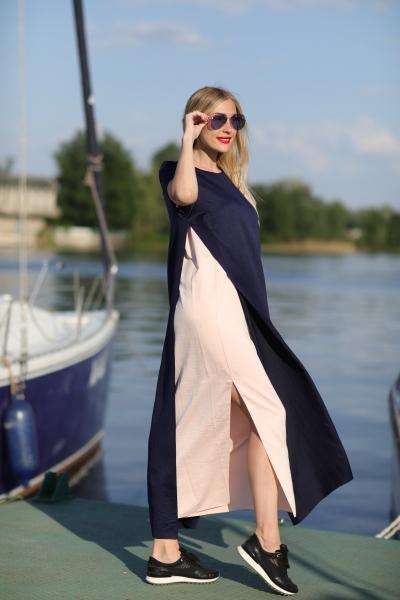 Длинное платье темно-синего цвета - Фото