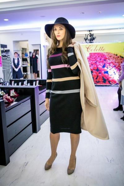 Платье трикотажное с полосками черное - Фото