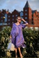 Платье фиолетового цвета в горошек - Фото
