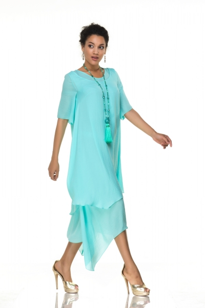 Платье мятного цвета свободного кроя - Фото