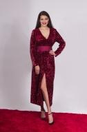 Платье пайетка с разрезом марсал - Фото