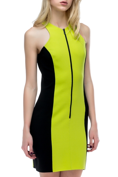 Light green dress with black accents - Фото