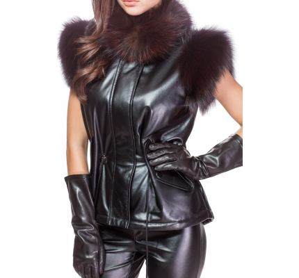 Vest made of leather with fur