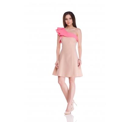 Платье с воланами на одно плечо бежево-розовое
