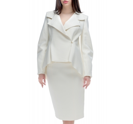 Suit with corners of milky color